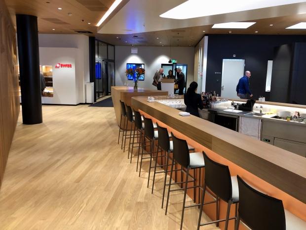 Barbereich der Swiss First Class Lounge in Zürich