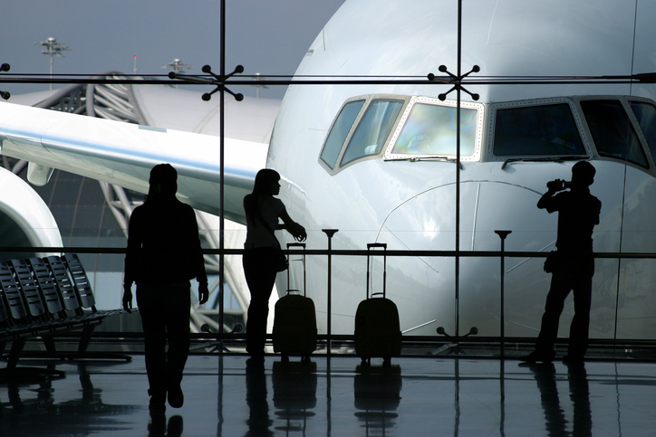 Bleisure-Reisende Business-Class am Flughafen